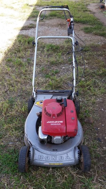 Honda HR215 Gas Lawnmower (Read Notes)