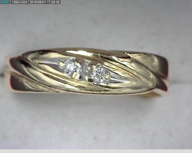 Gent's Gold-Diamond Wedding Band 3 Diamonds .03 Carat T.W. 14K Yellow Gold 4.2g
