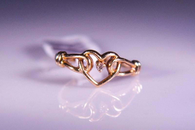 Lady's Diamond Fashion Ring .01 CT. 10K Yellow Gold 1.5g Size:5.5