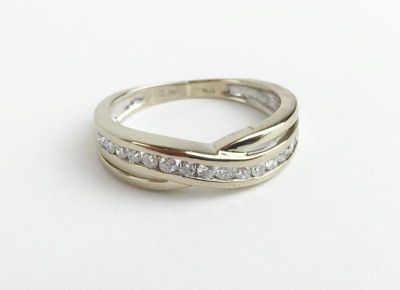 LADIES 10K WG DIAMOND RING APX .30CTW SIZE 5.5