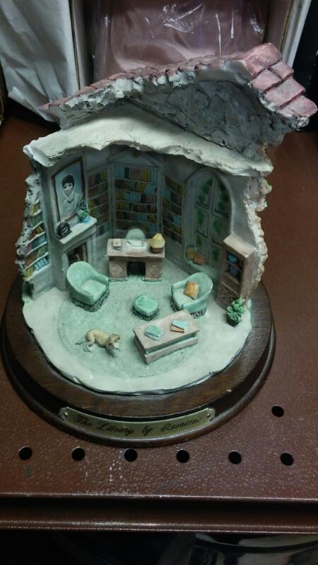 LITTLE NOOK VILLAGE Collectible Plate/Figurine THE LIBRARY BY LEONARDO