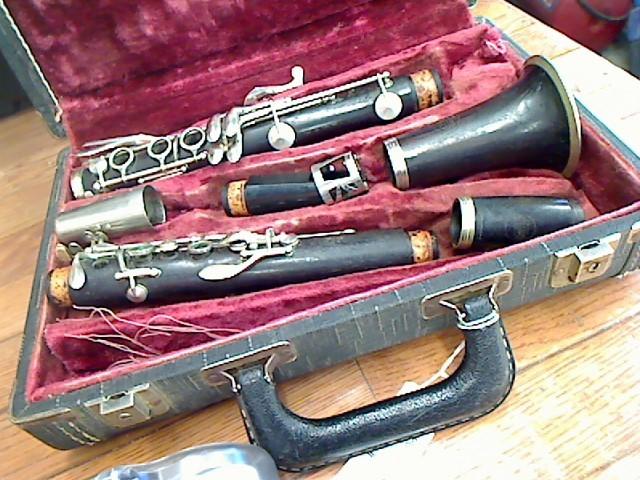 Antique Clarinet COUESNON PARIS