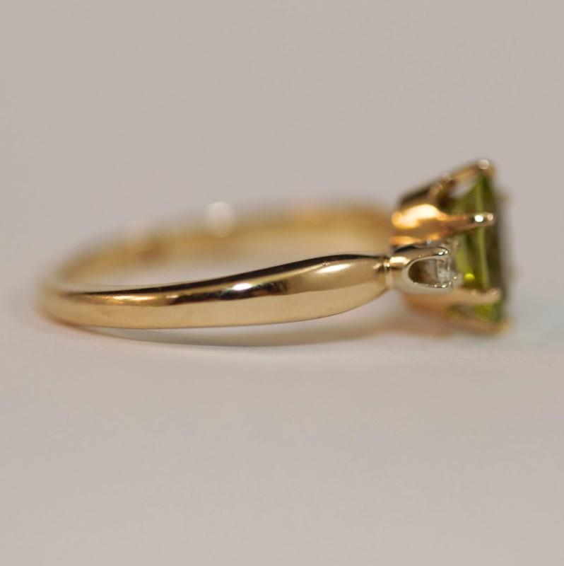 Peridot and Diamond 14K Yellow Gold Ring Size 6.25