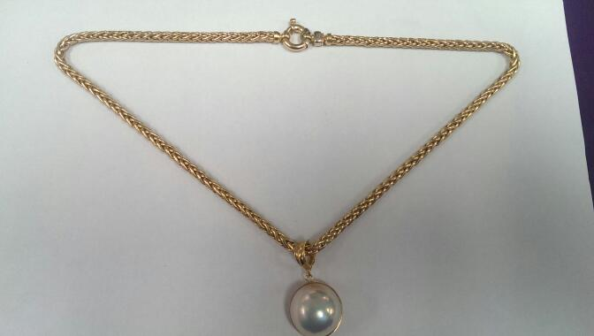 "18"" Synthetic Pearl Stone Necklace 18K Yellow Gold 28g"