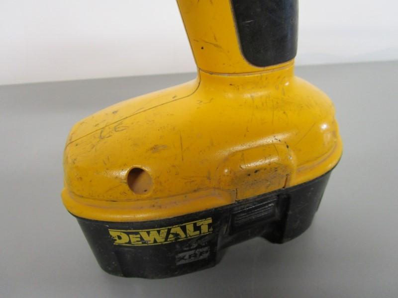 "DEWALT DW995 ADJUSTABLE CLUTCH CORDLESS 1/2"" VSR DRILL"