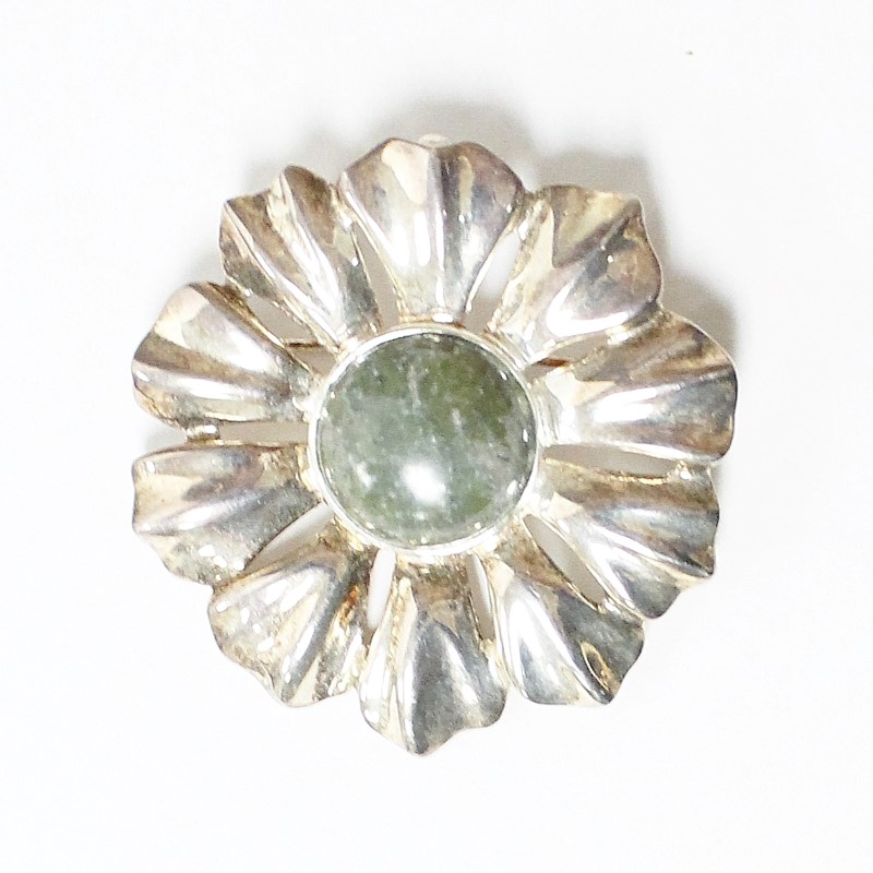 STERLING SILVER (925) FLORAL BROOCH ACCENTED W/GREEN MARBEL STONE