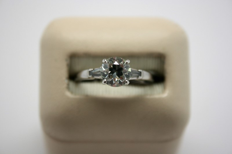LADY'S 1.23CTW PLATINUM DIAMOND RING
