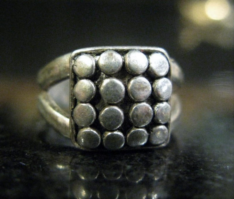 Silver Ring 16 Dots in a Square Pattern 925 Silver 2.34dwt Size:2.5