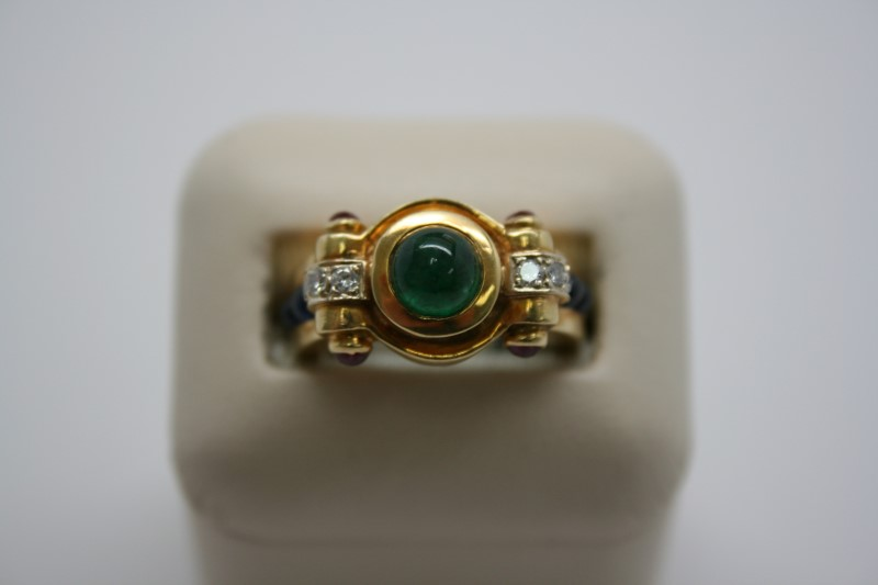 LADY'S CABACHON RUBY, EMERALD& SAPPHIRE RING 18K YELLOW GOLD