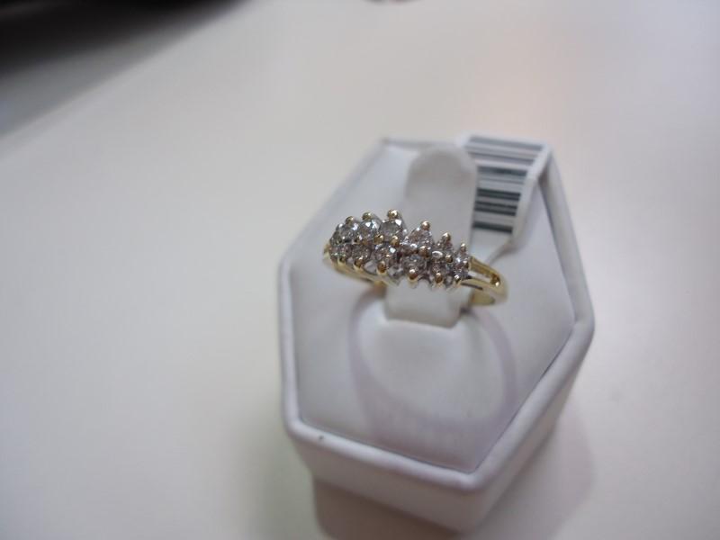 Lady's Diamond Cluster Ring 14 Diamonds Approx 0.34 C.T.W. 14K Yellow Gold 2.7g
