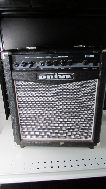 DRIVE ELECTRIC GUITAR AMP CD300R