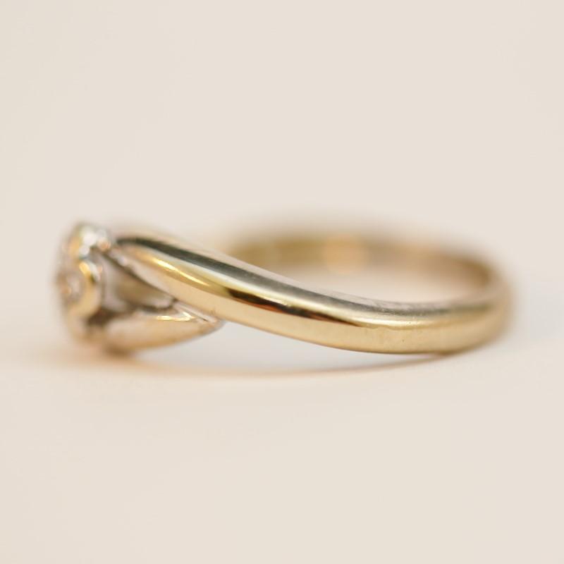 18K White Gold Round Brilliant Floral Diamond Fashion Ring Size 7.25