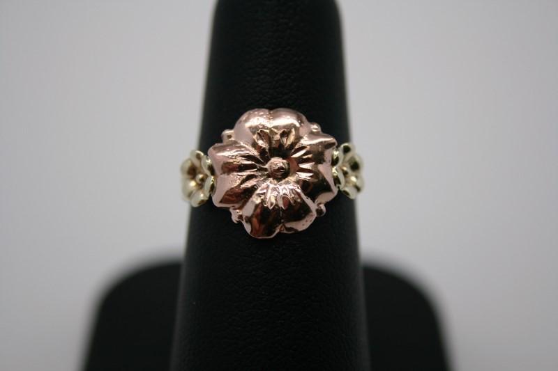 LADY'S FASHION FLOWER DESIGN 10K 2TONE GOLD
