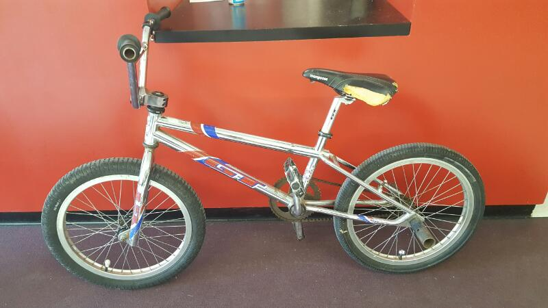 1998 GT Racing Bicycle GT MACH 1