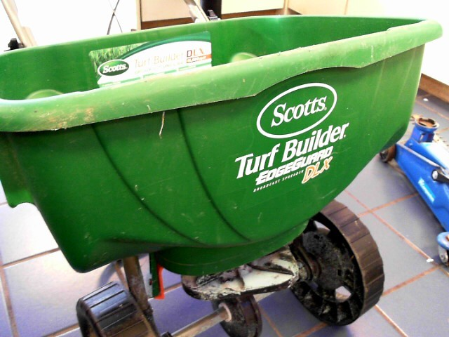 SCOTTS Miscellaneous Lawn Tool MINI EDGE GUARD SPREADER