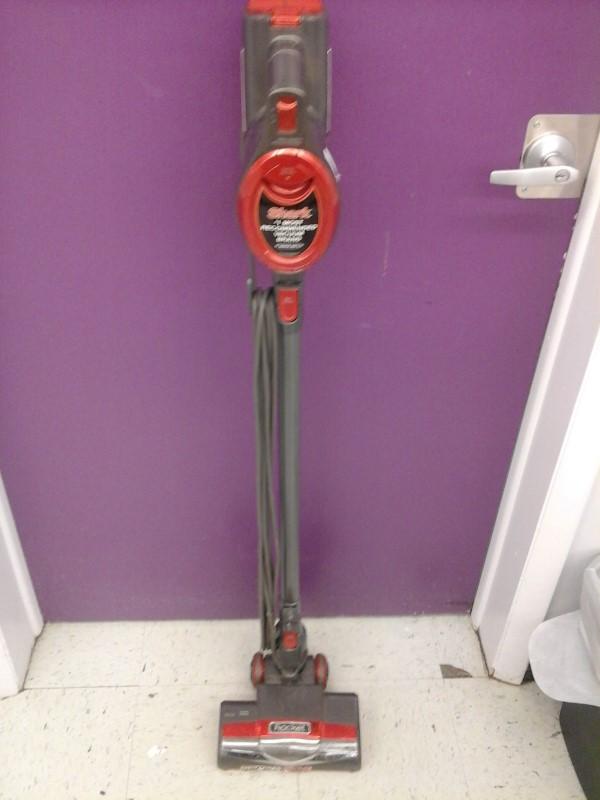 SHARK Vacuum Cleaner ROCKET ULTRA-LIGHT UPRIGHT HV301