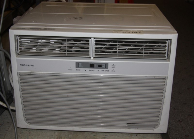 FRIGIDAIRE AC/HEAT FRA156MT1 Window Unit. 15,100 BTU 115V