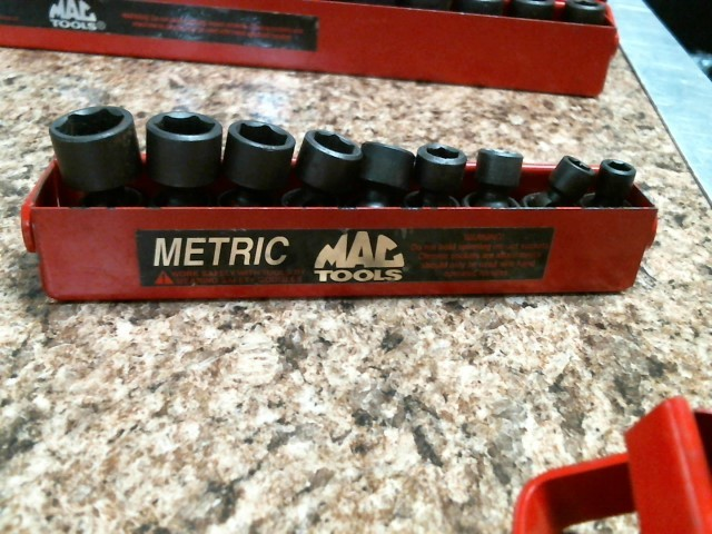 MAC TOOLS Sockets/Ratchet 9PC METRIC 1/4 UNIVERSAL SET