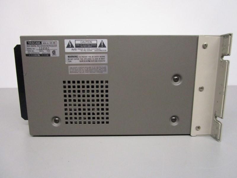 TASCAM DA-88 8-CHANNEL DIGITAL RECORDER/ REPRODUCER