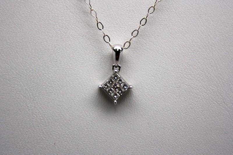PRINCESS CUT DIAMOND PENDANT 18K WHITE GOLD