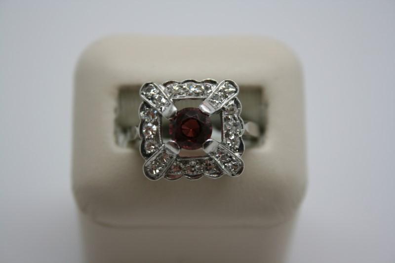 LADY'S DIAMOND & GARNET PLATINUM RING