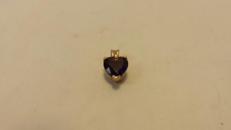 10k Yellow Gold Pendant with Purple Heart Stone - .8dwt
