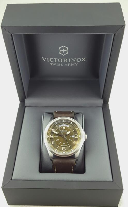 VICTORINOX INFANTRY VINTAGE Gent's Wristwatch Automatic Date/Day 241396