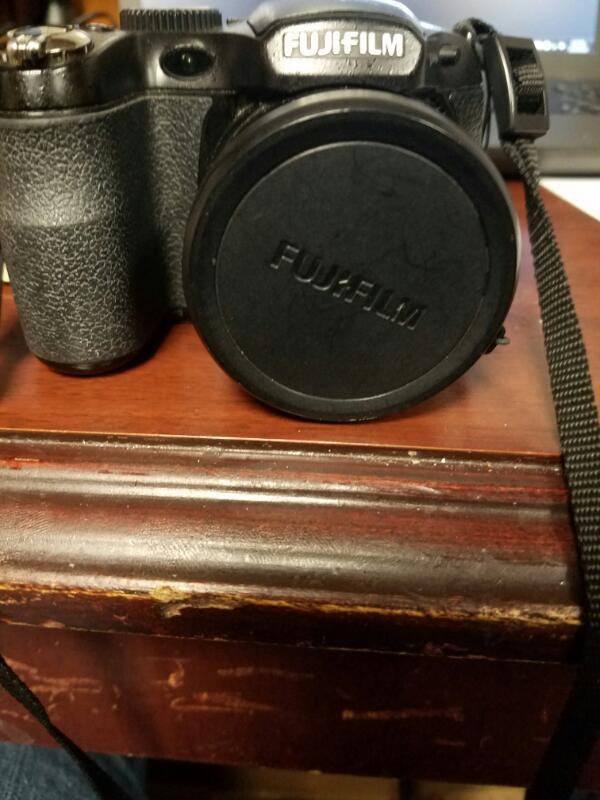 FUJIFILM Digital Camera FINEPIX S1800