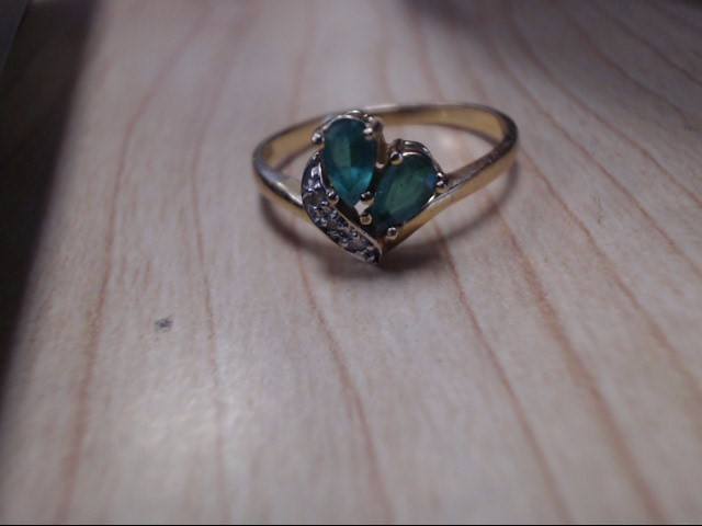 Green Stone Lady's Stone Ring 10K Yellow Gold 3g Size:7