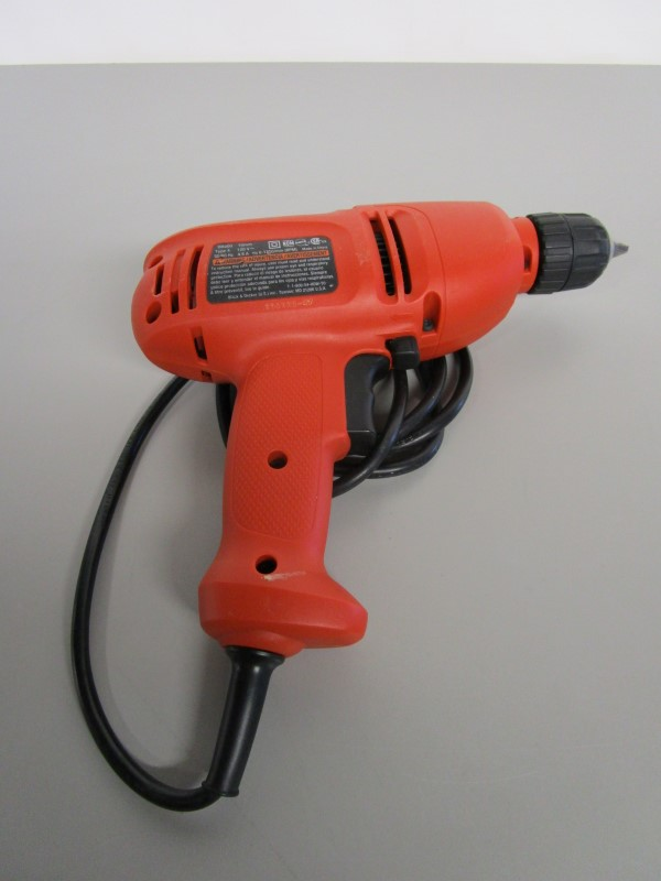 BLACK & DECKER DR200 10MM CORDED DRILL, TESTED, WORKS