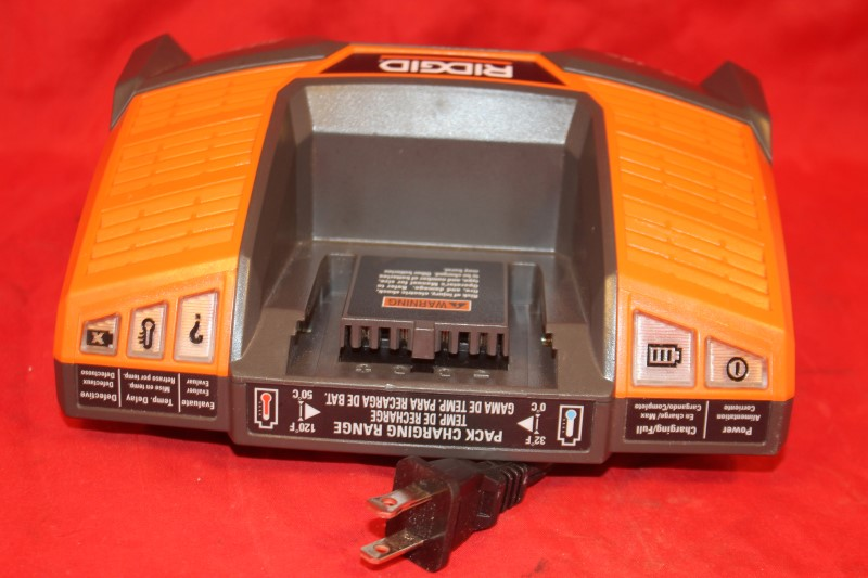 RIDGID LI-ON / NICD TOOL BATTERY CHARGER MODEL R840093 OUTPUT 9.6V-18V