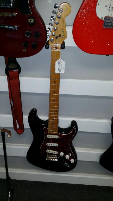 FENDER Electric Guitar STRATOCASTER (JAPAN)