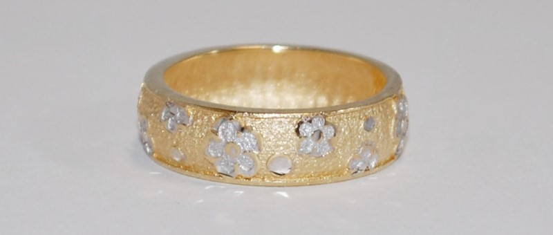 14K Women's Two-Tone Unique Flower Engraved Ring Size 9