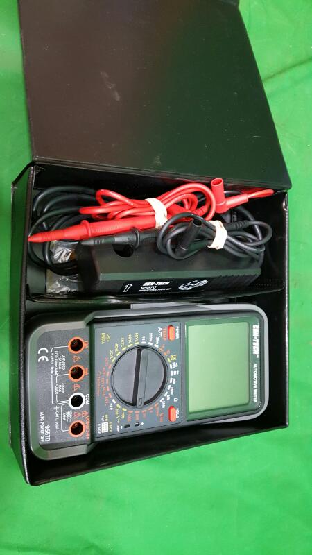 CEN-TECH 95670 LCD Automotive Multimeter with Tachometer Kit