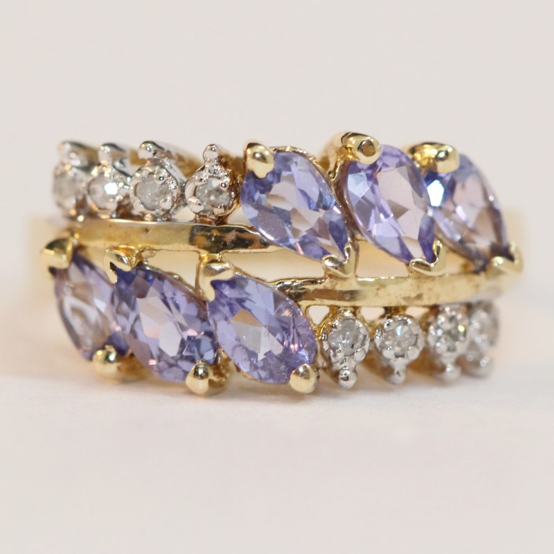 10K Yellow Gold Synthetic Blue and White Stone Ring Size 6