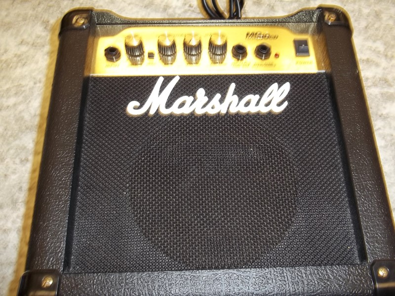 MARSHALL GUITAR AMP MG10CD