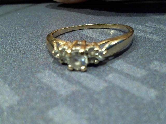 White Stone Lady's Stone Ring 10K Yellow Gold 1.7g