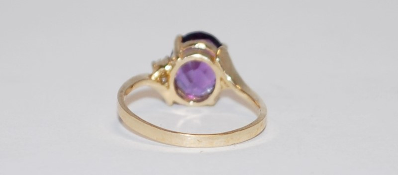 Synthetic Amethyst Lady's Stone Ring 10K Yellow Gold 1.8g