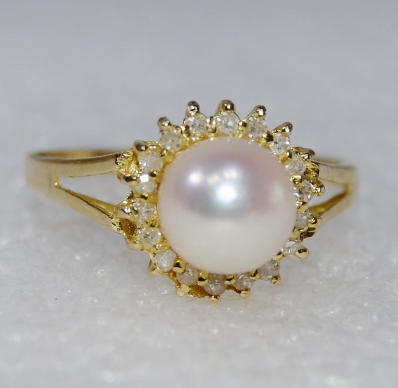 14K Yellow Gold Split Shank Pearl & Diamond Halo Ring Size 7.5