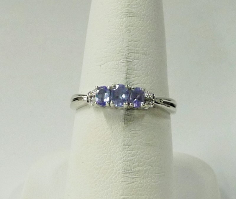 Synthetic Blue Topaz Lady's Stone Ring 10K White Gold 1.14dwt