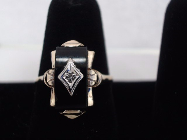Lady's Gold Ring 10K Yellow Gold 2.9g