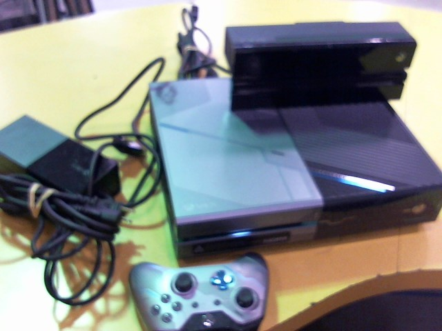 MICROSOFT XBox ONE XBOX ONE - CONSOLE - 1TB - HALO 5 GUARDIANS BUNDLE