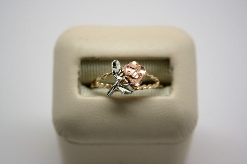 LADY'S ROSE DESIGN RING  10K TRI COLOR GOLD