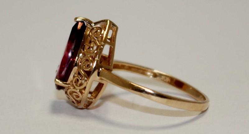 Filigree Garnet 10K Yellow Gold Ring Size 6.75