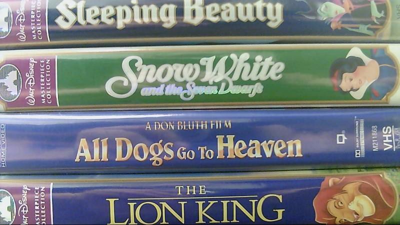 12 VHS Disney Movies: Snow White Sleeping Beauty Lion King Aladdin Pocahontas
