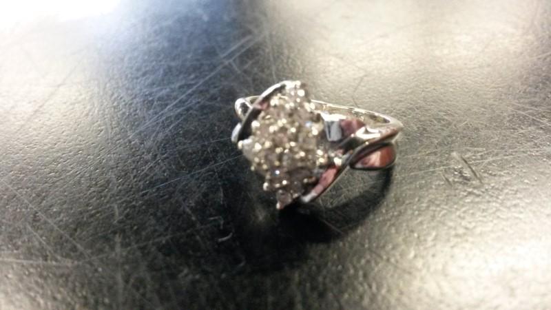 W/G Lady's Diamond Cluster Ring 16_DIA 16 Diamonds .16 Carat T.W.