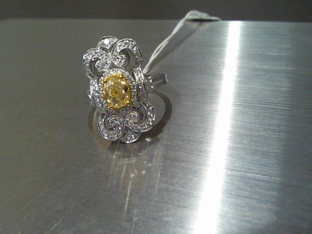 Lady's Gold Ring 18K White Gold 7.3g
