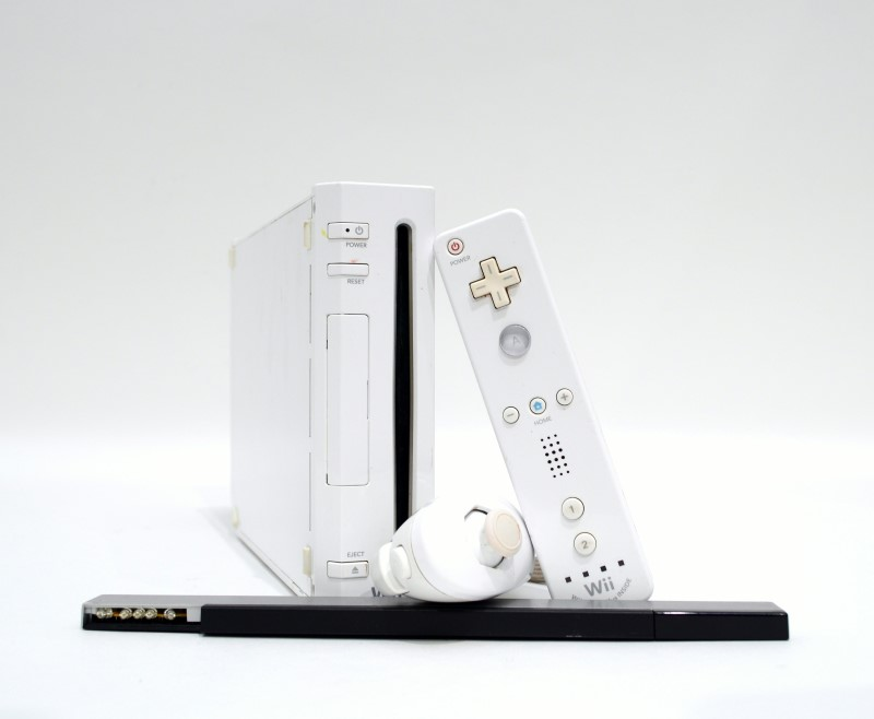 Nintendo White Wii Console RVL-001 - GameCube Compatible Free S&H >