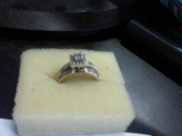 Lady's Diamond Wedding Set 20 Diamonds .28 Carat T.W. 10K Yellow Gold 4.5g
