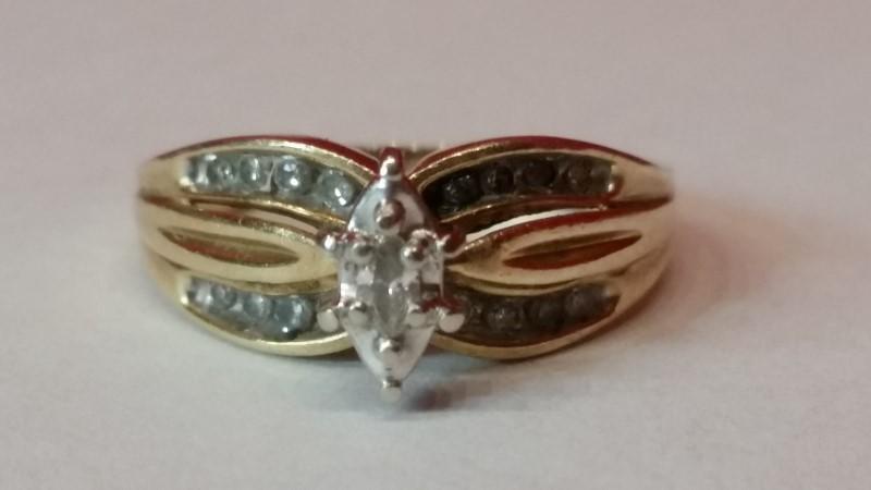 Lady's Diamond Cluster Ring 17 Diamonds .21 Carat T.W. 10K Yellow Gold 3.9g